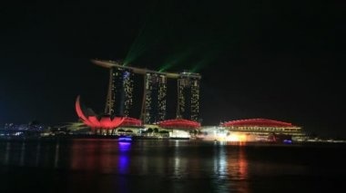 SINGAPORE, SINGAPORE - JUNE 15, 2014: Time lapse of laser light show at Marina Bay Sands Hotel by Singapore River. This free nightly show is a major tourist attraction along the esplanade. 1080p — Stock Video