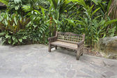 Wood Bench in Tropical Garden — Foto Stock
