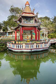 Buddha Statue Altar in Pavilion by the Lake — Foto de Stock
