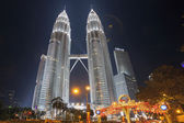 Holiday Decorations by Petronas Twin Tower at KLCC Park — Stok fotoğraf