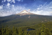 Mount Hood and Mirror Lake — Stockfoto