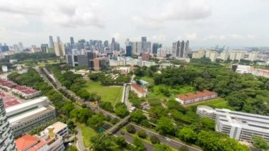 TIONG BAHRU, SINGAPORE - JUNE 15, 2014: Time lapse movie of moving clouds and vehicle traffic at Tiong Bahru with Singapore city skyline. Tiong Bahru is a planned neighborhood community 1080p — Stock Video
