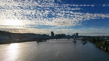 Time Lapse of Moving White Clouds and Blue Sky Over Downtown Portland Oregon with Tilikum Crossing and Marquam Freeway along Willamette River at Sunset 1080p — Stock Video