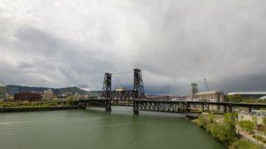 Traffic on Steel Bridge across Willamette River — Stock Video