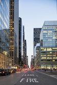Ciudad de nueva york desde el nivel de la calle — Foto de Stock