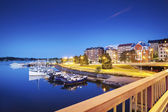 Bairro residencial e pequeno porto — Foto Stock