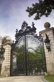 Luxury Gate to Gilded Age Mansions: The Breakers — Stock Photo