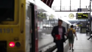 Business Travel: Two Businessmen leaving a train — Stock Video