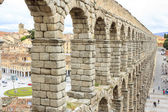 Roman aqueduct in Segovia, Spain — Стоковое фото