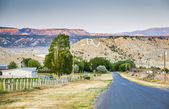 Boring American village in the mountains of Utah — Stock Photo