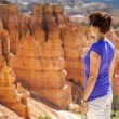 Tourist admiring nature in Bryce Canyon National Park — Stockfoto #50068679