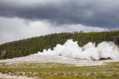 Old Faithful Geyser in Yellowstone National Park — Stock Photo