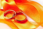 Gold wedding rings on orange ribbon — Foto Stock