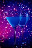 A pair of glasses of blue cocktail on table — Stock Photo