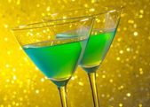 Deux verres de vert cocktail — Photo