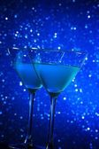Two glasses of blue cocktail on table — Stock Photo