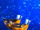 Detail of glasses of fresh cocktail with ice on bar table — Stock Photo