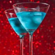 View from below of glasses of fresh blue cocktail with ice — Stock Photo