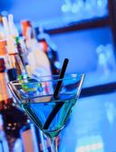 Blue cocktail drink on a bar table — Stock Photo