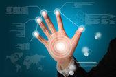 Ruka obchodní muž dotek na digitální virtuální obrazovky — Stock fotografie