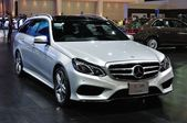 NONTHABURI - March 25: New Mercedes BENZ E 300 estate on display — Stok fotoğraf