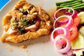 Stile Thai piccante tritato insalata di pesce al vapore — Foto Stock