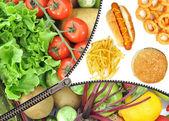 επιλογή υγιείς ή ανθυγιεινά τρόφιμα — Φωτογραφία Αρχείου
