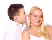 Couple heureux en amour. homme murmurer un compliment. — Photo