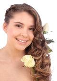 Женщина с белой розы — Стоковое фото