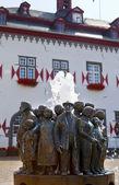 Ratsbrunnen fontanna przed ratuszem w linz am rhein — Zdjęcie stockowe