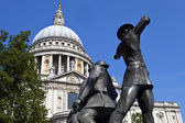 National Firefighters Memorial and St. Pauls — Stock Photo