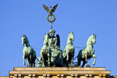 Brandenburg gate quadriga i berlin — Stockfoto