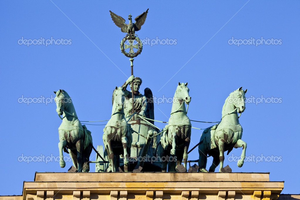 The quadriga on the Brandeburg Gate in Berlin, Germany. — Stock Photo #14783961