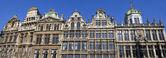 Panorama von der beeindruckenden guildhalls in grand place, brüssel — Stockfoto