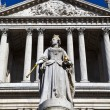 Queen Anne Statue infront of St. Paul's Cathedral — Stock Photo #24901351