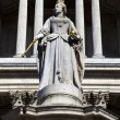 Queen Anne Statue infront of St. Paul's Cathedral — Stock Photo
