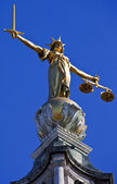 Lady Justice Statue ontop of the Old Bailey in London — Stock Photo