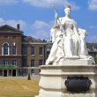 Queen Victoria Statue at Kensington Palace in London — Stock Photo