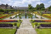 The Sunken Garden and Kensington Palace — Stock Photo