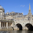 pulteney bridge and the river avon — Stock Photo