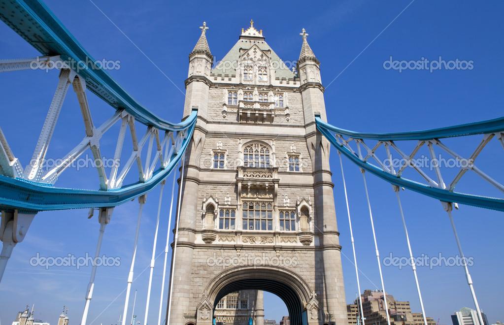 伦敦塔桥的宏伟建筑