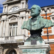 Sir Henry Tate statue outside the Tate Public Library in Brixton — Stock Photo #33244619