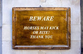 Waarschuwing teken op horseguards parade in Londen — Stockfoto