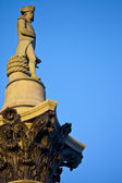 Admiral Nelson ontop of Nelson's Column in Trafalgar Square — Stock Photo