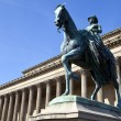 Queen Victoria Statue outside St. George's Hall in Liverpool — Stock Photo #45114319