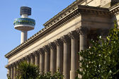 St. George's Hall and Radio City Tower in Liverpool — Zdjęcie stockowe