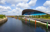The Aquatics Centre in the Queen Elizabeth Olympic Park in Londo — Stock Photo