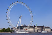 The London Eye, County Hall and the River Thames — Stock Photo