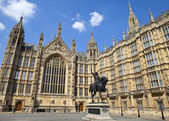 Richard the Lionheart and the Houses of Parliament — Stock Photo
