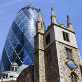 St Andrew Undershaft Church and the Gherkin in London — Stock Photo